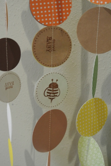 Bee is for Baby - Paper Circle Garland, Bunting, Mobile, Decoration on Etsy! https://www.etsy.com/listing/125952045/bee-is-for-baby-paper-circle-garland?