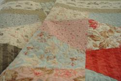 Papillon Afternoon Quilt - Tutorial & Story: http://goo.gl/oBp61N