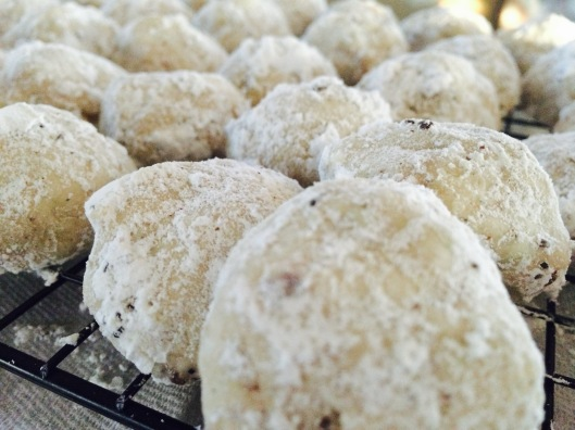 mexican_wedding_cakes_cookie_recipe_close
