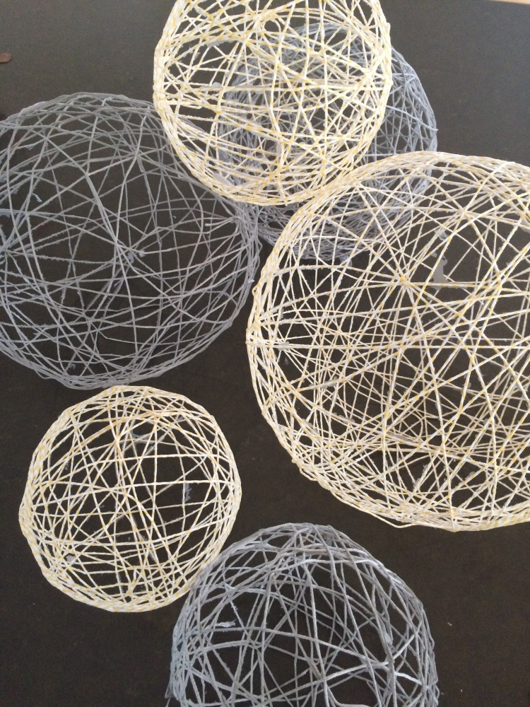 Twine art orbs balloons twine glue go diy odds for Balloon string decorations
